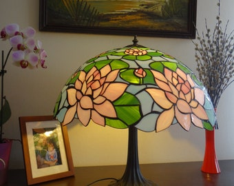 Waterlily lamp Stained glass lamp Tiffany style lamp Bedside lamp Desk lamp Table lamp 20 inch classic lampshade