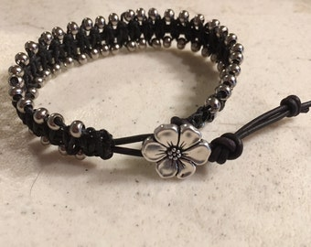Black Bracelet - Silver Seed Beads - Macrame Jewelry - Leather - Fashion Jewellery - Trendy - Beaded - Flower Button