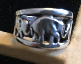 Sterling silver elephant ring      VJSE