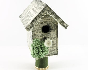 Mini decorated birdhouse // Vintage book pages / Vintage dictionary / Vintage home decor // Gift for her // Gift for Mom or Grandma