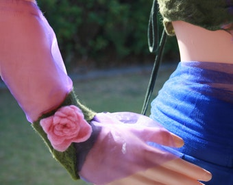 Romantic Pixie Fairy Dreamy Felt Wrist Warmers. OOAK Wearable Art. Pink Roses And Leaves. Pink And Green