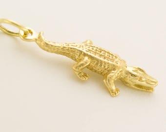 Massive 3d crocodile pendant charm bracelet 14kt. Gold 3d Crcodile Charm bracelet