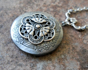 Victoriana Filigree Locket Exclusively by Enchanted Lockets