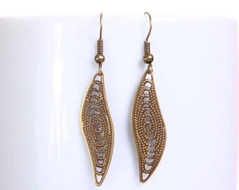Sale Clearance 20% OFF - Petite antique brass leaf dangle earrings (631)
