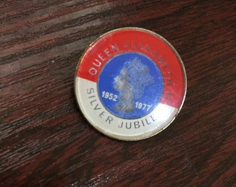 Queen Elizabeth 2 Silver Jubilee Pin/Badge