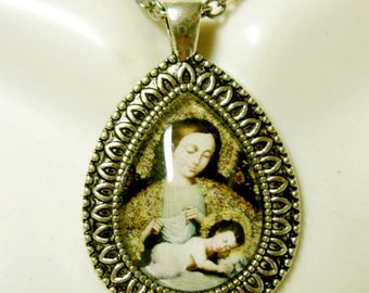 Madonna and child pendant with chain - AP15-124