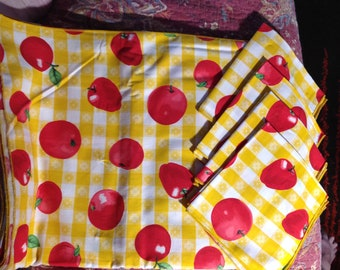 BBQ / Picnic Gingham Tablecloth And 8 Napkins (Apples)