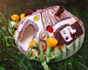 LARGE SIZE Wool Cat cave. Luxury cat house. Cat Nap Cocoon. Cat cave bed. Sleep Vessel. Hand Felted wool fairy house with dandelion.