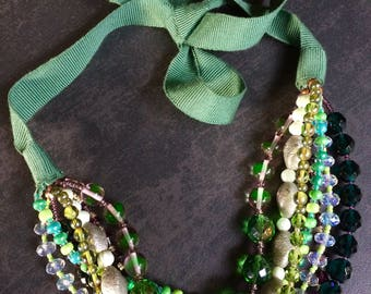 Necklace with glass beads and crystals and ribbon closure in Gros grain