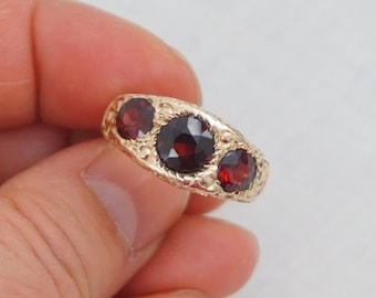 Victorian 14K Garnet Three Stone Gypsy Ring Size 7 3/4 Carved Gold