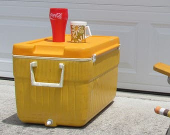 Retro Ice Chest - great for the beach- Vintage cooler - Thermos model 7711