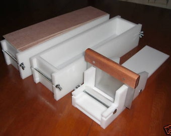 2 hdpe 4 LB Soap Molds,1 Cutter,1 Cutter Blade, 2 Wooden Lids makes 28 Bars E.