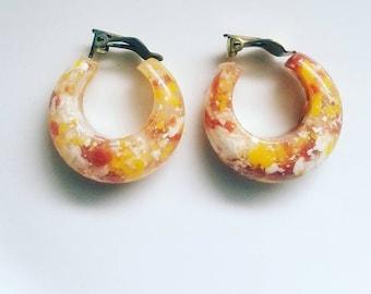 Comfit lucite earrings | vintage lucite hoops | vintage 70s earrings