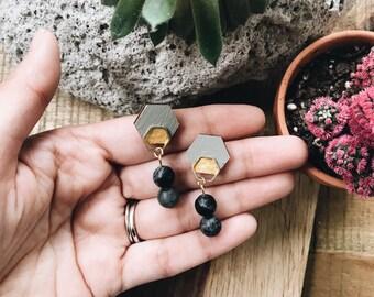 Holz + Messing + schwarz Sechseck handgefertigte Ohrringe