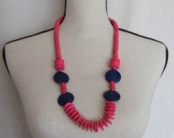 Fuschia Beaded Tropical Necklace with Navy Blue Philodendron Leaf Beads, Vintage Bright Pink 30 inch Island, Beach Jewelry
