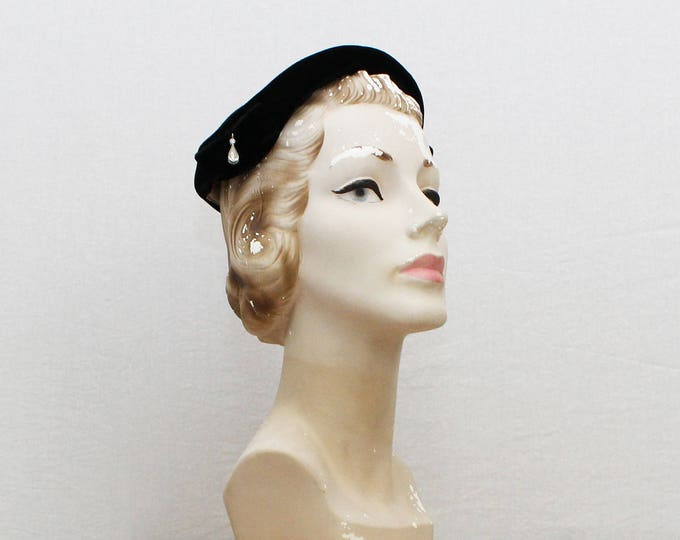 Vintage 1940s Black Velvet Bow Hat by Leslie Monroe Original