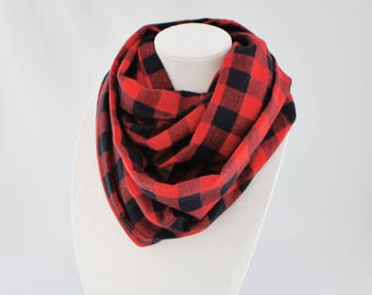 Infinity scarf with Buffalo plaid, tartan scraf, black and red scarf, fall scarf, woman scarf, gift for her, black scarf, lumberjack