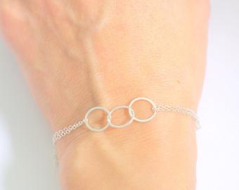 Eternity bracelet Sister bracelet 3 sisters Infinity bracelet 3 best friends Circle bracelet Interlocking circle Dainty bracelet