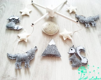 Baby Mobile Wolf, Cot Mobile Grey, Howling Wolf Mobile, Raccoon Mobile, Mountain Baby Mobile, Baby Shower Gift, Nursery Decoration