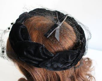 Vintage 1950s Black Velvet Halo Hat