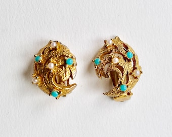 Vintage turquoise pearl gold tone clip on earrings. 50's seed bead faux pearl and faux turquoise gold tone swirl textured clip on earrings.