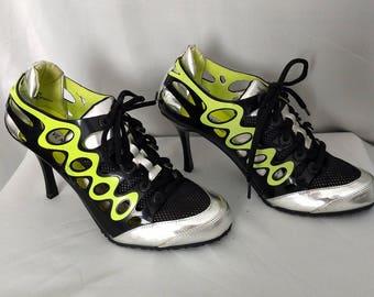 Size 7.5 High Heel Sneakers/Steve Madden Sneakers/Lace Up High Heel Sneakers/Black and Siver Sneakers/No.442