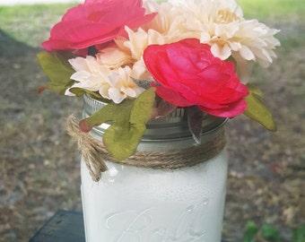 Pint size arrangements, Mason Jar arrangements, home decor, wedding decor, country decor, gifts, Mother's Day gifts, Mason Jar centerpiece