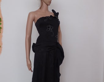 Black party dress with a skein of front and curls