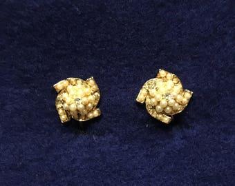 Vintage pearl cluster clip on earrings