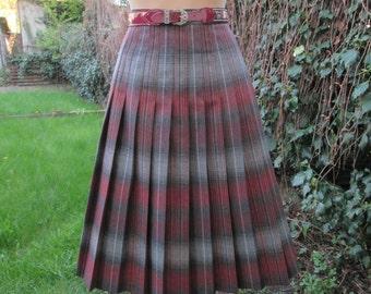 Woolen Pleated Skirt / Skirt Vintage / Wool Skirt / Size EUR42 / UK14 / Checkered Skirt / Tartan / Plaid / Winter Skirt / High Waisted Skirt