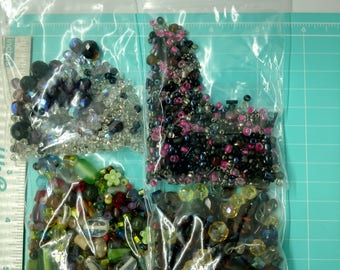 Bead assortment *USED*, variety, mix, seed beads, glass beads, plastic beads, crafts, mixture,