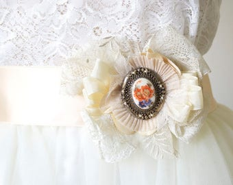 Lace Wedding Sash - Wedding Dress Pin - Cameo Brooch - Sash Brooch - Lace Flower - Romantic Wedding - Wedding Dress Embellishment - Sash Pin