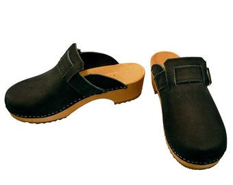 Nubuk Clogs with buckle black