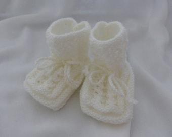 Bottons handknit in 70% acrylic/30 wool
