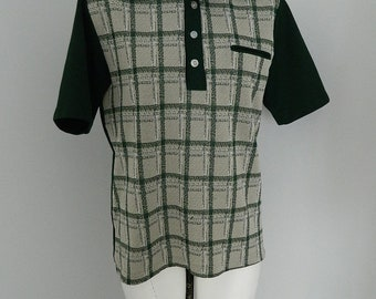 Vintage 1970s Men's Forest Green Checkered Collared 3 Button  Short Sleeve T Shirt Small