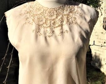 Pretty Vintage 1960's  cream sleeveless Blouse with contrast embroidery detail. Ladies UK Size 12-14, US Size 8-10, Good/Wearable condtion