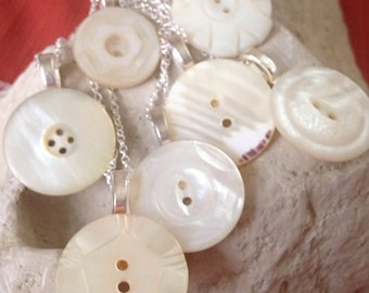 "3/4"" white antique mother of pearl button pendant (set of 7)"