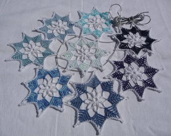 Doilies in the shape of stars for Christmas decoration