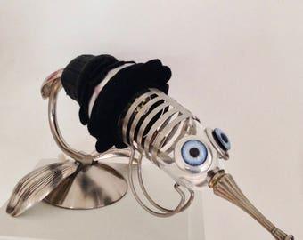 Bird-mosquito, raw art lamp
