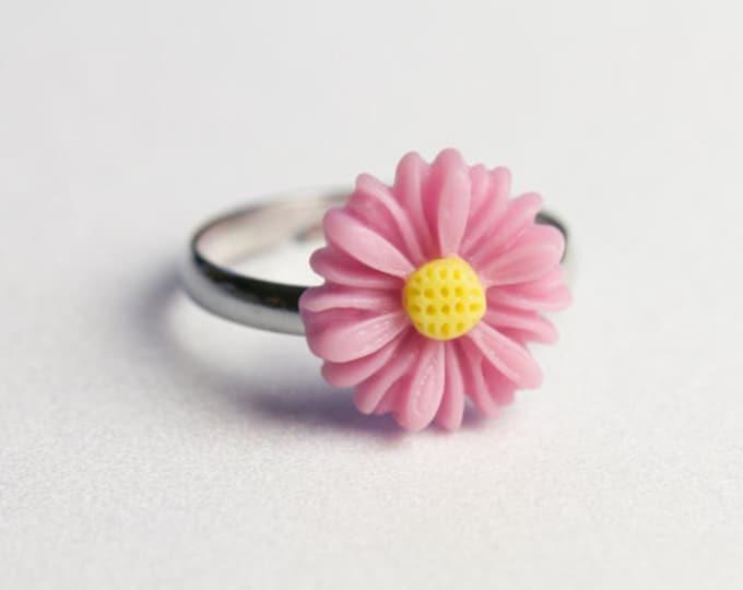 Light Pink Daisy ring.
