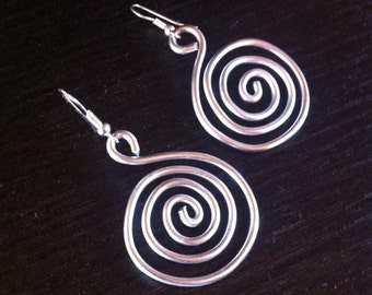 Wire wrapped aluminum silver pendant earrings swirl: aluminum earrings, swirl jewelry, swirl spiral earrings, aluminum jewelry