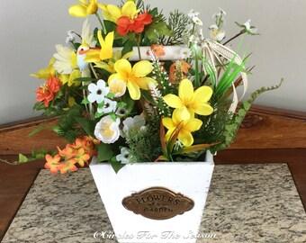 Floral centerpiece, summer centerpiece, table decor, farmhouse style decor, rustic centerpiece