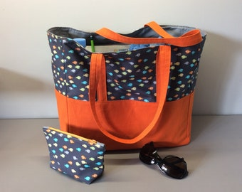 Beach bag with its matching kit available.