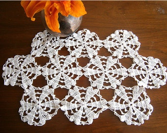 Hand Crocheted Vintage Doily / White Lacy Doily / Vintage Linens / Vintage Lace / Cotton Doily /  Centerpiece / Table Topper / Country Decor