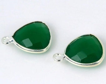 Natural Green Onyx Bezel Trillion Shape Connector, Silver Plated Connector, Single Bail, Jewelry Supply, GemMartUSA (GO-10129)