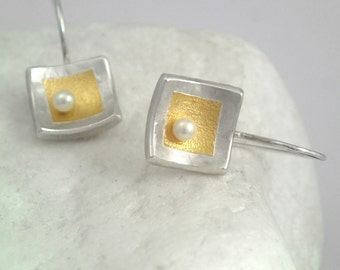Romantic gold and silver square earrings decorated with a hammered surface and a pearl, Textured earrings, Two tone earrings, Gift for her