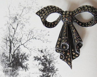 Vintage 1950s silver marcasite bow brooch