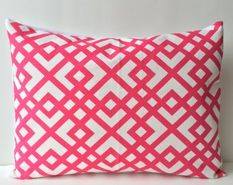 14x18 pink and white, lattice pattern
