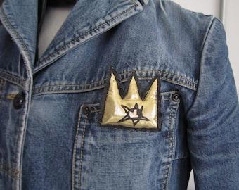 Basquiat gold mini crown New York style brooch fashion graffiti pop art street urban jewel gift unisex crown king artist clip hand painted