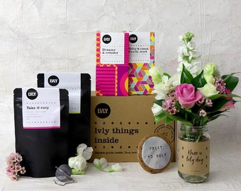 LVLY Food Fix - flowers + gift box